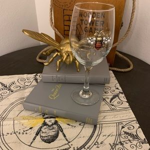 Other - Queen bee wine glass Gucci bee 👑🐝♥️